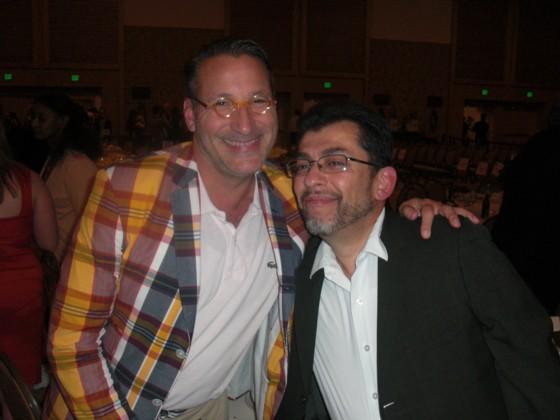 Chip Kidd (tv) og Copenhagen Comics gæst Jaime Hernandez til Eisner Awards. Jaime fortalte at han er blevet nomineret et utal af gange, men har aldrig nognesinde vundet.