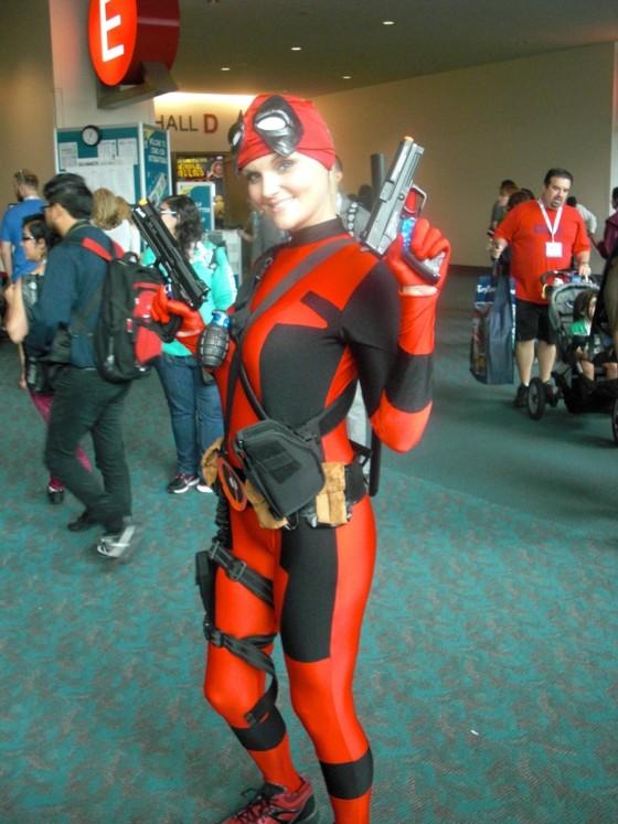 Lige her til sidst et par billeder med folk i kostumer. Har aldrig helt forstået Deadpool figuren, men kan godt se at den har nogle sympatiske træk - ihvertfald i denne udgave!