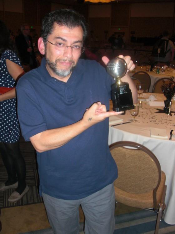 Det lykkes endelig Jaime Hernandez at bryde en ubrudt række af Eisner Awards nederlag, da han endelig fik en Eisner Award. Hans bror Gilbert fik også en Eisner Award, så det var en rigtig stor aften for Hernandez brødrene.