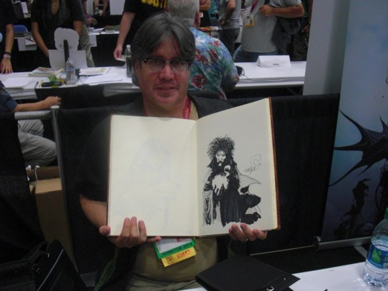 Det er ved at blive lidt af en vane kun at få lavet en enkelt tegning i min sketchbog. Men når det så er en Sandman tegning af messe gæst Kelley Jones, så har man ikke rigtig brug for at få lavet flere.