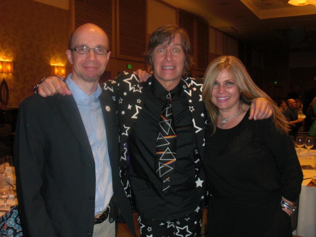 Det er altid en fornøjelse at møde Mike & Laura Allred, som stod for at overrække et par Eisner Awards.