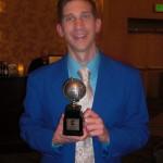 En meget glad Eric Shanower, der fik en Eisner Award sammen med Gabriel Rodriguez for deres miniserie Little Nemo: Return to Slumberland