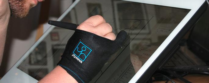Yiynova-MVP22U-IPS-anmeldelse-review-artist-glove