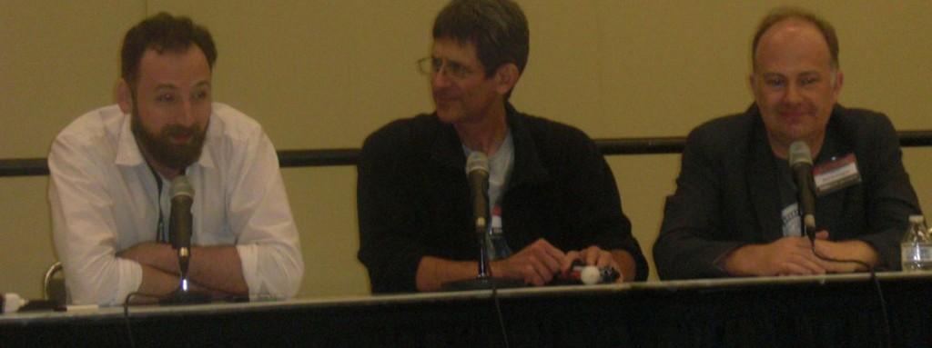 Cory Sedlmeier (tv), John Totleben og Mark Buckingham til Miracleman foredraget.