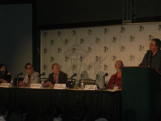 Fables foredraget. Fra højre; Bill Willingham, Steve Leialoha, Mark Buckingham, Andrew Pepoy og Shelly Bond.