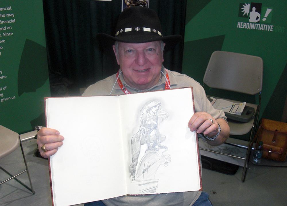 Mike Grell med min sketchbog, hvor han lavede en suveræn Maggie the Cat tegning.